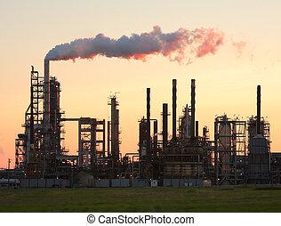 ocaso, encima, un, refinería