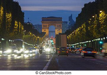 ocaso, escena, en, parís, city., exposición larga, foto, de, calle, tráfico, cerca, arco triomphe, champs elysees, boulevard.