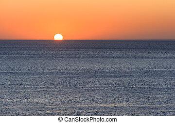 ocaso, o, salida del sol, encima, mar mediterráneo