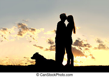 ocaso, pareja, silueta, beso, amoroso