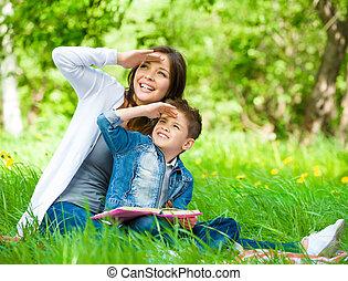 occhi, parco, coperchio, figlio, libro, madre