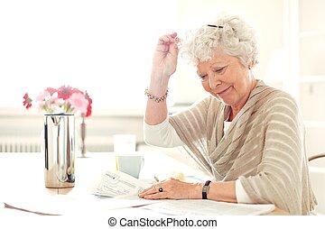 occupé, quelque chose, grand-maman, lecture