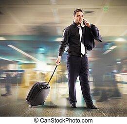 occupato, uomo affari, in, aeroporto