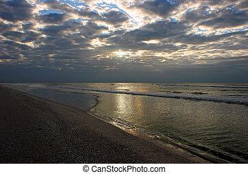 oceán, východ slunce