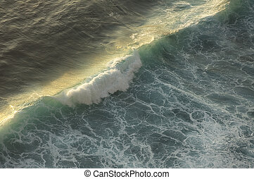 ocean wave breaking
