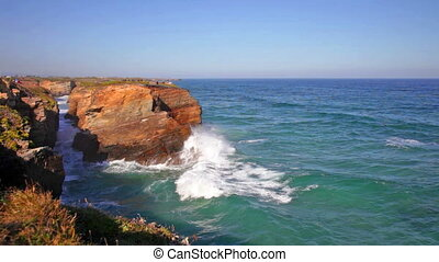 Ocean waves rolling on rocks, rapid - Picturesque summer...
