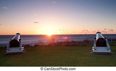 ocean, wschód słońca, i, armaty, na, wollongong