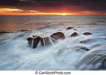 oceanwwaterfalls, 위의, 바위