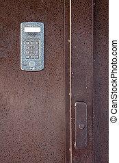 ocel, domácí telefon, dveře
