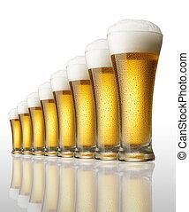ocho, copas de cerveza