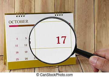 october., konzerv, magasztalás, hónap, naptár, szám, tizenhetedik, néz, dátum, kéz, összpontosít, pohár, ön, tizenhét