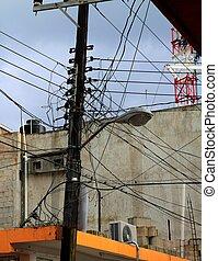ocupado, eléctrico, skyscape, de madera, poste, desordenado, cables