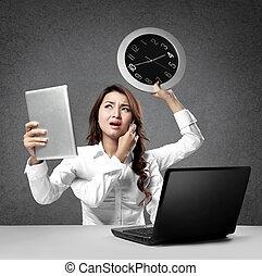 ocupado, multitáreas, mujer de negocios