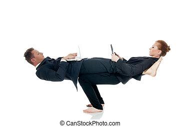 ocupado, sócios, posar, em, irreal, pose, com, laptops