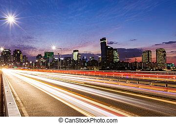 ocupado, tráfico, en, moderno, ciudad