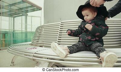 od, rzuty, kieruje, ręka człowieka, kapelusz, babski, fryzura, dziewczyna, dziecko