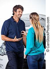 odaad, autó, ügyfél, kulcsok, szerelő
