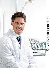 odontólogo, macho, sorrindo