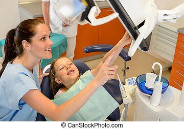 odontólogo, mostrando, criança, dental, procedimento,...
