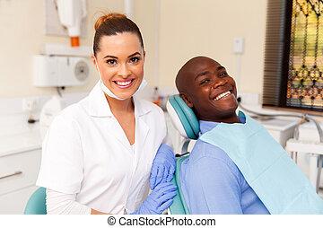 odontólogo, paciente, jovem, africano feminino