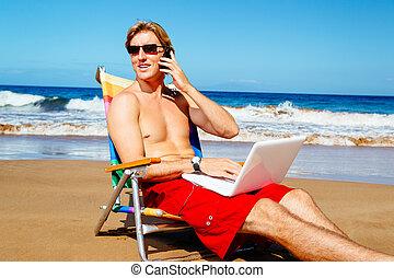 odprężając, telefon, plaża, laptop, młody, komórka, mówiąc, ...