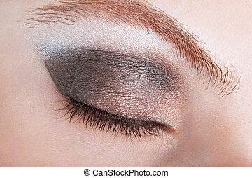 oeil femme, à, bronze, smokey, grimer