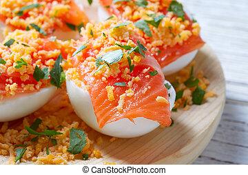 oeufs, saumon, rempli, tapa, pinchos, espagne