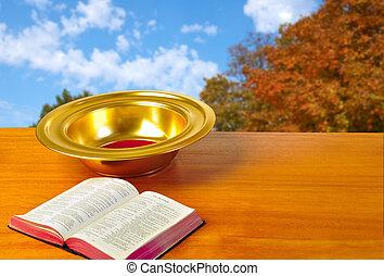 oferecendo, prato, ligado, tabela, com, bíblia, e, luminoso, fundo