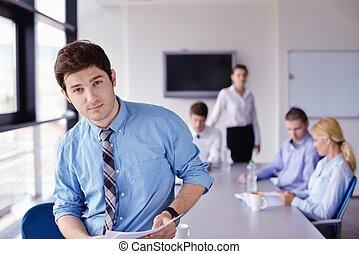 offce, business, jeune, fond, portrait, beau, réunion, collègues, homme