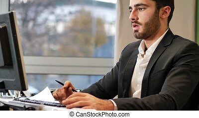 Office worker talking and eating salade - Elegant man in...