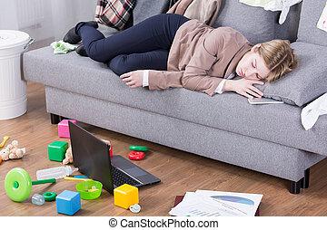 oficina, agotado, después, maternal, entero, día, deberes