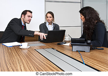oficina, discusión