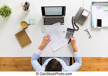 oficina, mujer de negocios, impuesto, informe