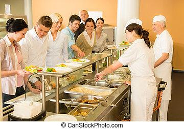 oficina, mujer, en, cantimplora, cocinero, sirva, comidas