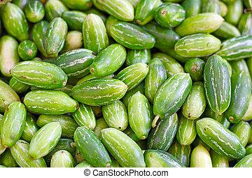 ogórki, zielone tło
