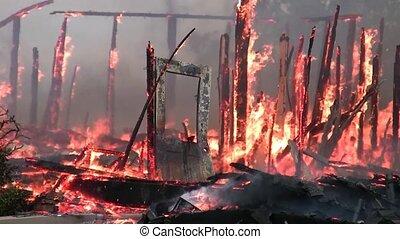 ogień dom, ground., płonie