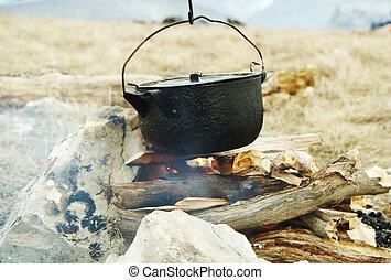 ognisko obozowe, naczynia kuchenne