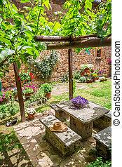 ogród, pełny, od, kwiaty, i, winorośle, w, tuscany