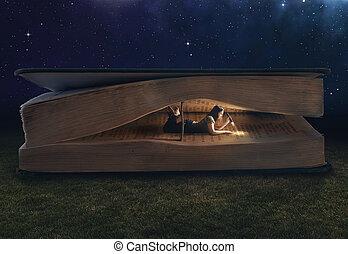 ogromny, wnętrze, kobieta, książka, czytanie