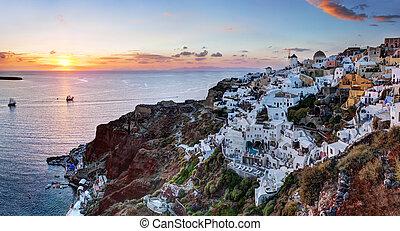 Oia town on Santorini island, Greece at sunset. Famous ...