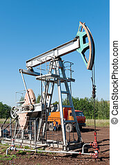 oil pumping unit - Oil pumping unit with car service in the...
