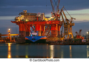 Oil rig in the yards - Oil rig at dawn in the shipyard of...