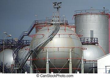Oil silo