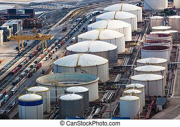 oil storage in modern port