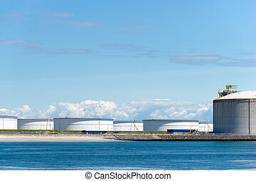 oil terminal - Oil terminal for the storage and production...
