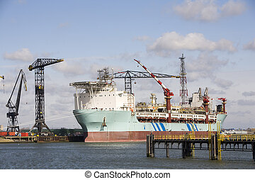 Oil vessel - A so-called FPSO; Floating Production and...