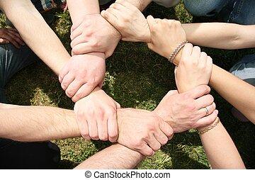 oito, amigos, ter, mãos cruzadas