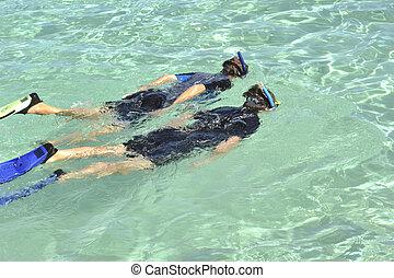 ojciec, córka, snorkeling