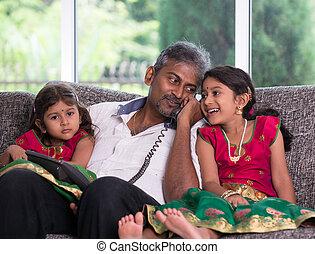 ojciec, lifestype, telefon, indianin, córka, jego, rozmowa