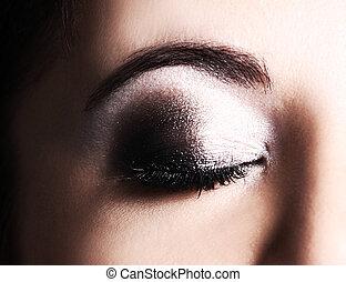 ojo, con, maquillaje